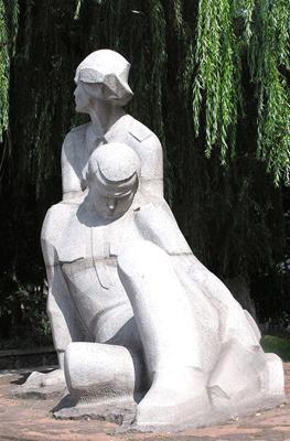 Что посмотреть - Студентам и сотрудникам медицинского института, погибшим в годы Второй мировой войны памятник