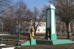 Что посмотреть - Воинское захоронение (1941-45 гг.), памятник