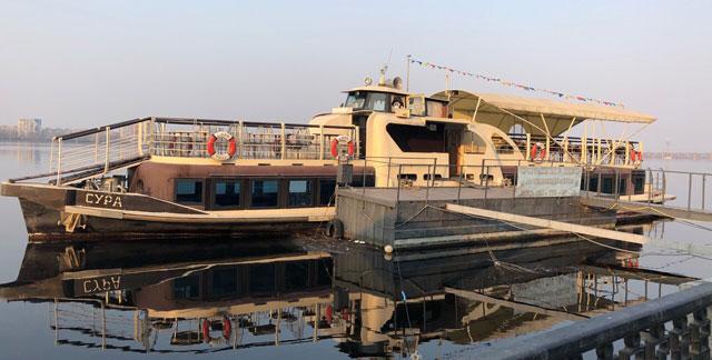 Речной транспорт - Банкетно-прогулочный корабль Сура