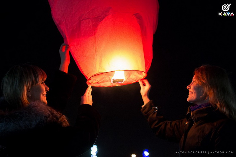 Массовый запуск небесных фонариков c KAVA
