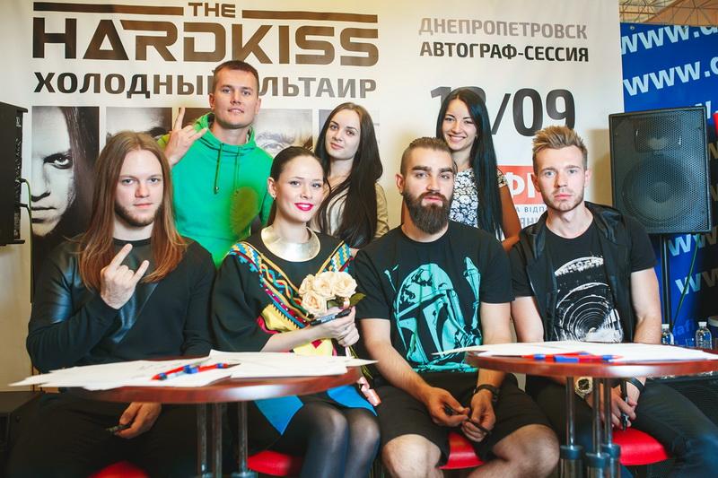 Автограф-сессия группы The Hardkiss