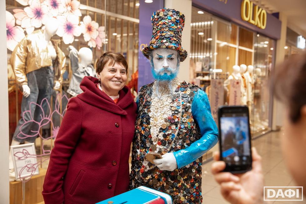 2 місце_Гудзиковий король Призеры на V Всеукраинском фестивале уличного искусства