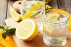 Польза воды с лимоном натощак – правда или миф?