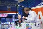 Научно-развлекательное шоу для детей «Открывашка» в  ТРЦ Дафи